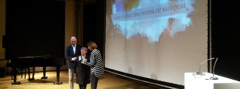 La vídua de Joaquim Llovet va recollir el premi a la Trajectòria Professional atorgar a títol pòstum a l'historiador mataroní durant la Nit de la Cultura.