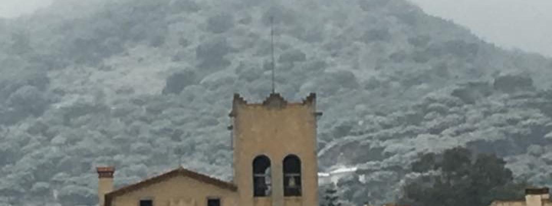 Burriac amb el cim del turó nevat. Foto: Jordi Mir