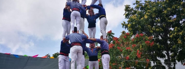 Els Capgrossos de Mataró carregant un 5 de 7 durant la diada castellera de Pineda de Mar