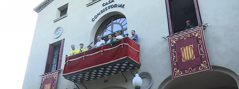 El balcó de l'Ajuntament de Cabrera durant el pregó d'Alexis Serrano