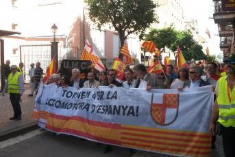 Capçalera de la manifestació unionista a Mataró
