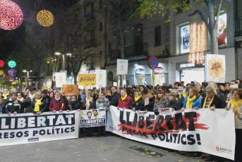 """Els manifestants portaven pancartes amb el lema """"llibertat presos polítics"""""""