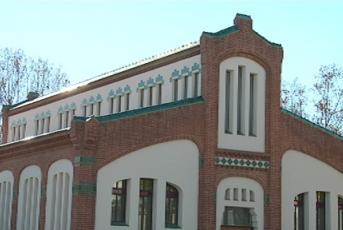 La Biblioteca Antoni Comas és un dels equipaments que ha cancel·lat activitats culturals