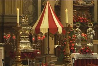Relíquies i imatge de les Santes a la Basílica de Santa Maria aquest matí