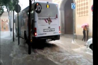 L'aiguat al carrer Hospital. Imatge: M. Aliberas